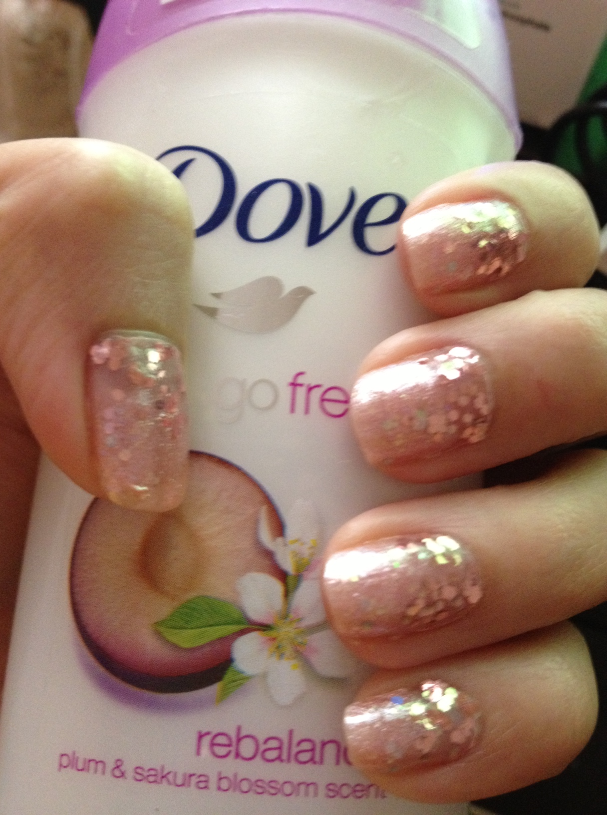 NOTD Reverse Glitter Ombre using #2 Kiss of Fire (Etude House) | To